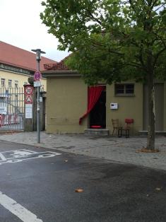 Das KloHäuschen is located on the edge of the wholesale market in Munich.